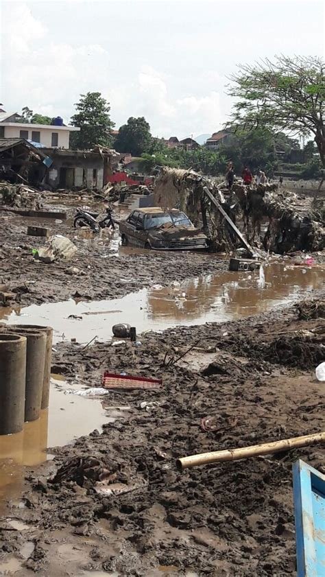 updated indonesia deadly flash floods  landslide