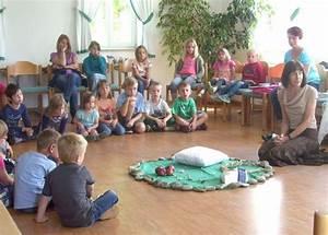 Thema Märchen Im Kindergarten Basteln : mit frau holle ins reich der m rchen meitingen ~ Frokenaadalensverden.com Haus und Dekorationen