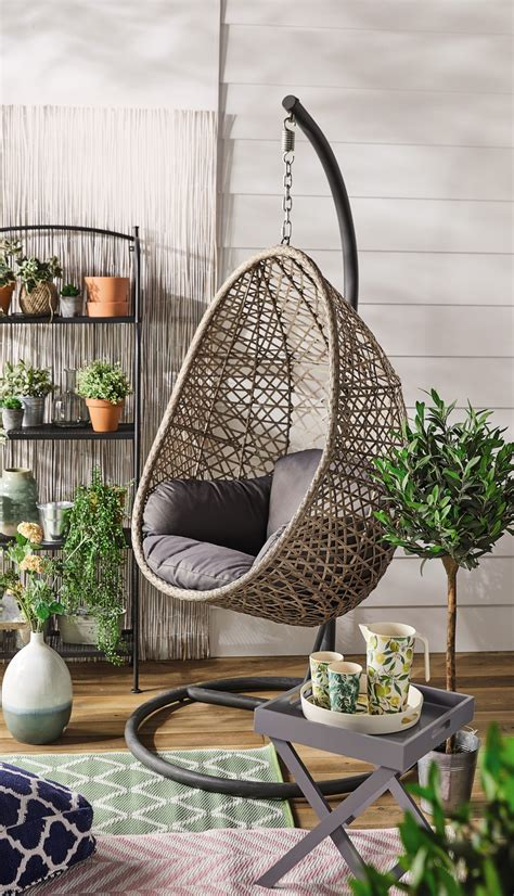 Egg chair turns 50 years old. Just in time for the good weather, Aldi's hanging egg chair is back - VIP Magazine