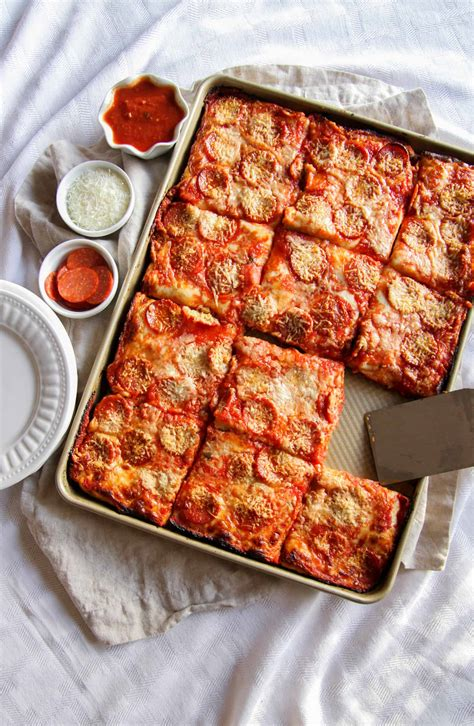 pizza pan sheet recipe recipes sweetphi food crust pepperoni perfect servings delicious incredibly most bread feeds crowd dinner