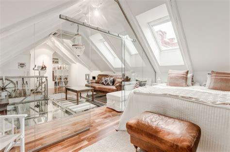 Einfamilienhaus Wohnzimmer Unterm Dach by Wohnen Unterm Dach Luxuri 246 Se Mansarde In Stockholm