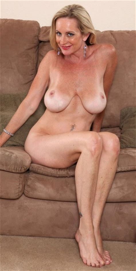 Pretty Blonde Milf In The Nude Flipmeme