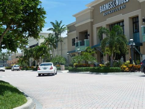 Are You Looking For Good Food & Good Shopping In Boca