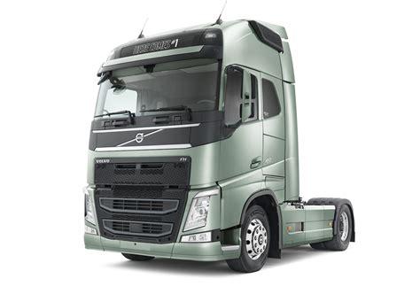 volvo adds emergency braking technology  trucks