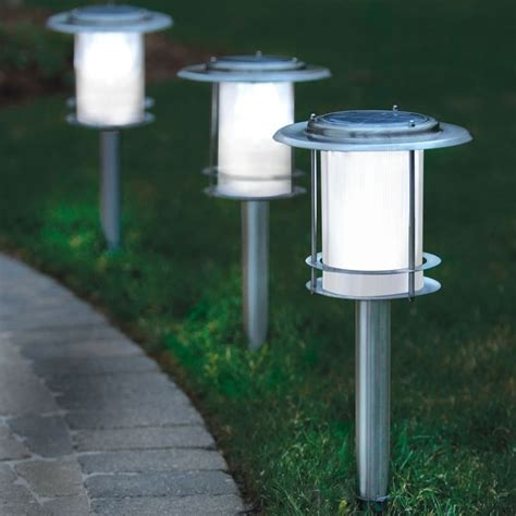 Solar Lights For Walkway by 25 Best Ideas About Walkway Lights On Solar