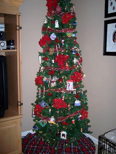 35 adorable skinny christmas tree decorations ideas
