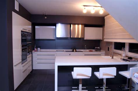 cuisine blanche mur gris couleur mur pour cuisine à la fois moderne et rétro gné