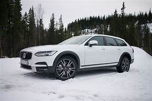 Volvo V90 Cross Country : 2017 volvo v90 cross country is smooth on road awesome on ice roadshow ~ Medecine-chirurgie-esthetiques.com Avis de Voitures