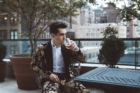 Panic! At The Disco Lança Clipe Motivacional De 'high