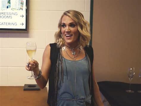 Watch Carrie Underwood Cram Two Weeks Of Australian Fun