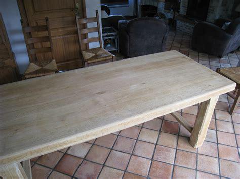 cuisine plan de travail bois massif eclaircir une table en chêne patines couleurs