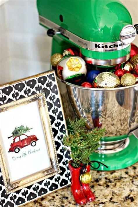 26 cozy christmas kitchen d 233 cor ideas shelterness