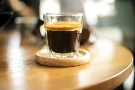 Add a touch of style and colour to your coffee break. Black coffee in small shot . | Premium Photo