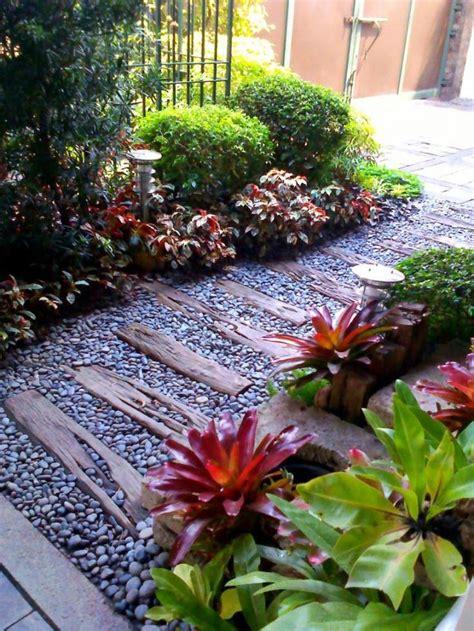 enchanting small garden landscape ideas  stepping walk path wood garden  ideas easy