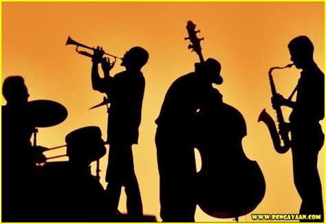 Seperti yang telah kita ketahui banyak sekali jenis seni yang ada di pengertian seni musik menurut kbbi merupakan ilmu untuk menyusun nada dan suara guna menghasilkan suara yang memiliki kesinambungan dan. Pengertian Apresiasi Seni Musik - Pengayaan.com