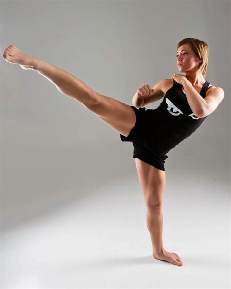 pose reference kick martial poses arts margret artist gnarr fighting female fight dynamic taekwondo fighter sexy figure kickboxing fitness artists