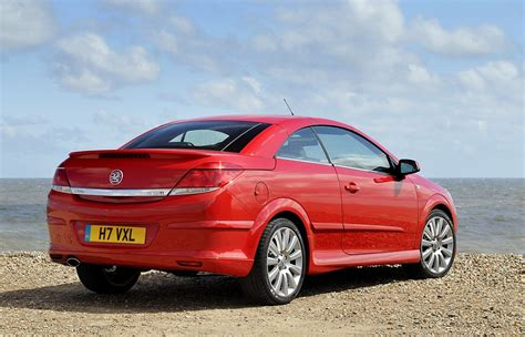 opel astra vauxhall astra twintop review 2006 2010 parkers