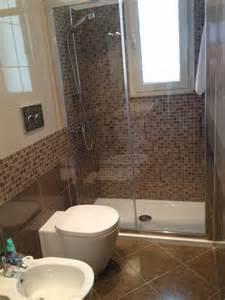 Oltre fantastiche idee su finestra per doccia