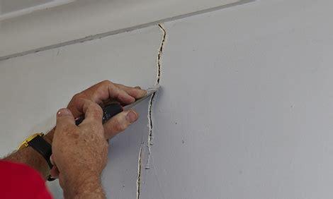 renovation   deal  cracking plastered walls