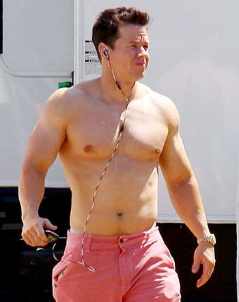 mark wahlberg sexy pic see mark wahlberg s sexy chiseled body yummy
