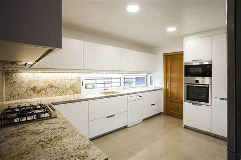 cocimed diseno esta cocina santos modelo minos en blanco