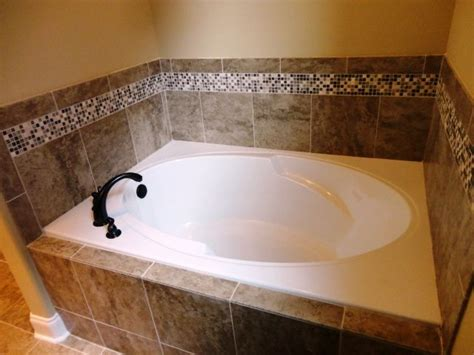 Tiling A Bathtub Area by 25 Best Ideas About Tub Tile On Gray And