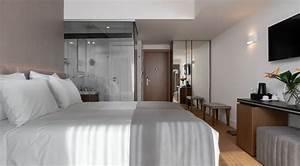 Standard, Room