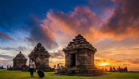 mempesonanya keindahan wisata candi ijo yogyakarta