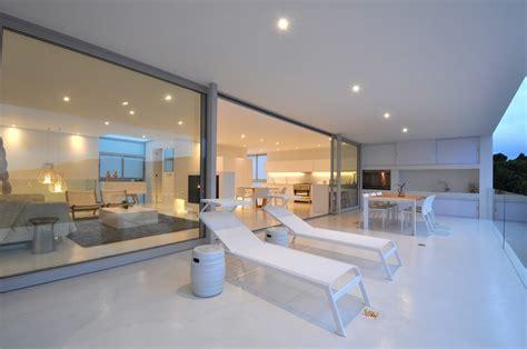 cuisine mur maison contemporaine blanche avec un intérieur design