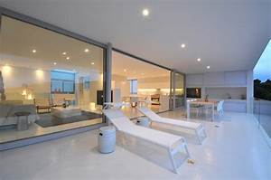 Maison contemporaine blanche avec un interieur design for Idee terrasse exterieure contemporaine 1 maison contemporaine blanche avec un interieur design