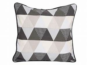 Coussin à Recouvrir 45x45 : coussin 45x45 cm triangle coloris gris vente de coussin ~ Teatrodelosmanantiales.com Idées de Décoration