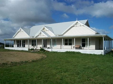 classic australian farmhouse wrap  verandah love love love  house    turn