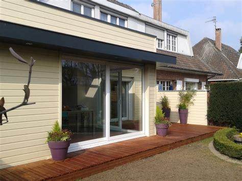 cuisine anthracite et bois extension maison dordogne vue sur jardin archithemeco