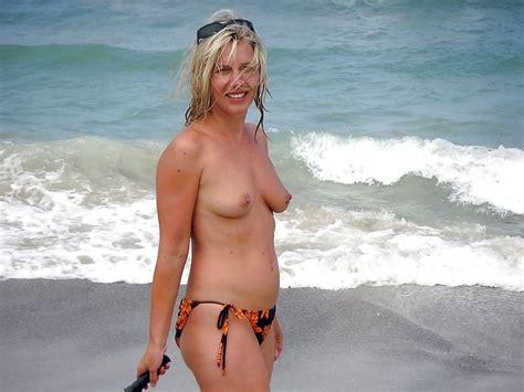 Nude Amateur Milf Posing With Black Stockings Pics