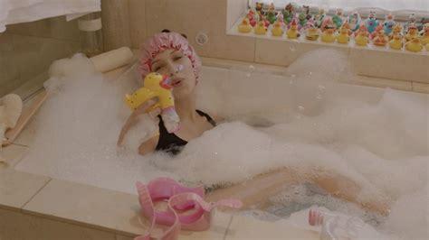 Watch Bella Hadid A Bubble Bath And Jenga What More