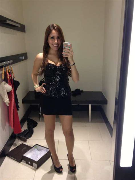 fitting rooms  girls selfie thechive