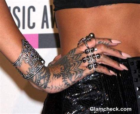 Rihanna Hand Tattoo At Ama 2013  Tattoos Pinterest