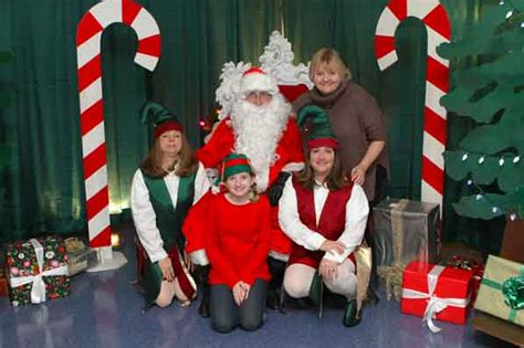 Helpers Portland by Santa S Helpers Lift Spirits Of East Portland S Foster