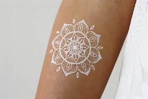 Weißes Henna Tattoo : wei e henna mandala tempor re tattoo b hmischen von tattoorary geometric inspiration ~ Frokenaadalensverden.com Haus und Dekorationen