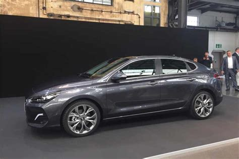 Our comprehensive reviews include detailed ratings on price and features, design, practicality, engine, fuel consumption, ownership. 2020 Hyundai i30 Fastback – Hyundai ai 30 with a coupe ...