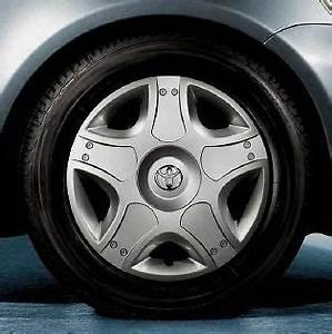 Toyota Yaris Original Felgen : genuine toyota aygo yaris 14 wheel trim pz443 b0661 01 ~ Jslefanu.com Haus und Dekorationen