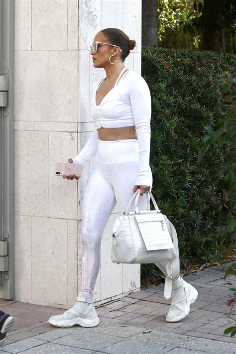 jennifer lopez   silver leggings arrives   gym