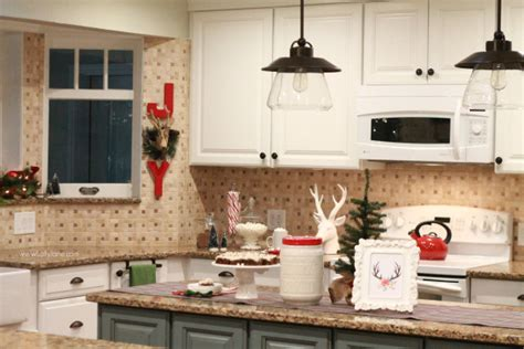 Easy Christmas Kitchen Decor Ideas Best Wood For Painted Kitchen Cabinets Cabinet Repaint Hickory Hardware Under Tv Doors Lowes Custom Knotty Refinishing