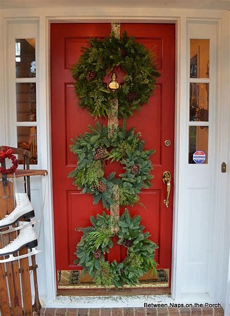 christmas door ideas decorate  triple wreaths