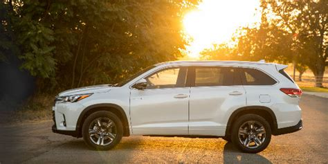 toyota highlander 2017 white 2017 toyota highlander performance features and specs