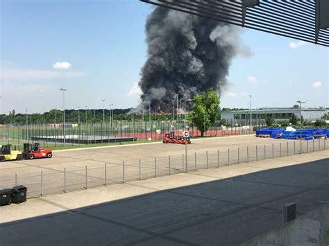 Günstig parken am flughafen düsseldorf mit qualitätsprüfung. Feuer nahe dem Flughafen Düsseldorf : de