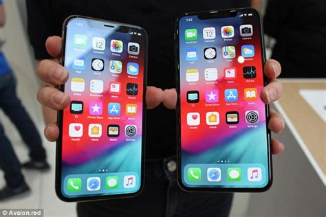 iphone xs max apple s new handset is bigger and better in every way daily mail