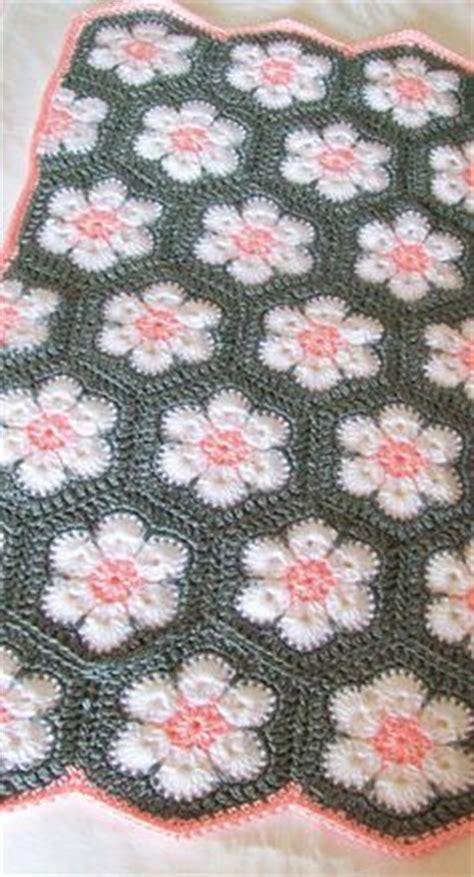 gehaakte bloemen zeshoek deken 25 beste idee 235 n over de baby komt op pinterest dingen