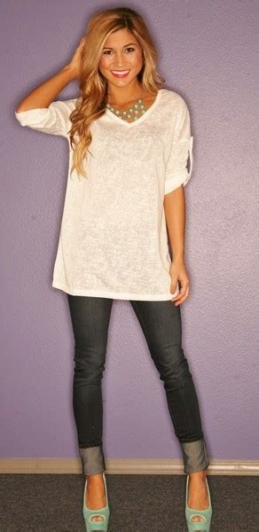 Cute Outfit Ideas of the Week - Edition #12 Oversized Tees and Sweaters | Mom Fabulous