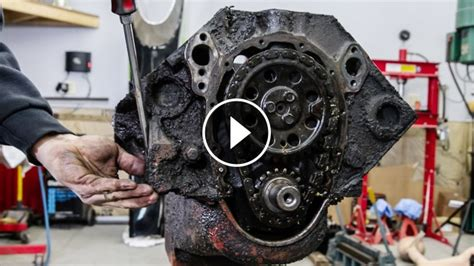 years  small block  salute chevys iconic   engine